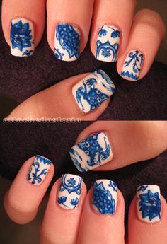 porcelain blue&&white nails.