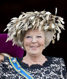 Queen Beatrix of The Netherlands Prince Day, Royal Queen, Princess Beatrice, Dutch Royalty, Love Hat, Derby Hats, Girl With Hat, Royal Fashion, Girly Girl