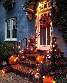 Outside Halloween Decorations, Diy Halloween Home Decor, Halloween Veranda, Fete Halloween, Halloween Porch, Thanksgiving Decorations, Autumn Decorations, Outdoor Halloween, Halloween Ideas