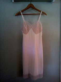 Vintage ladies full slip lace Mad Men sexy details size 32