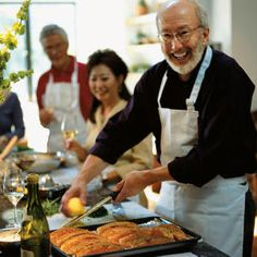 How to Start Your Own Supper Club Club Here, members tell us how they organize their groups, communicate with other members, orchestrate their meetings, and keep themselves―and their meals―inspired.