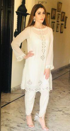 Pakistani Fashion Casual, Pakistani Dresses Casual, Pakistani Dress Design, Casual Dresses, Fashion Dresses, Kurti Embroidery Design, Embroidery Fashion, Embroidery Dress, Indian Embroidery