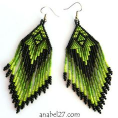 Зеленые серьги из бисера в этническом стиле