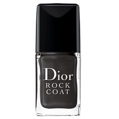 DIOR Rock Coat The new Rock Coat from Dior sets and speed–dries nail enamel, provides the ultimate smoky top coat and adds depth to the Dior Vernis shades with a smoky veil of lacquer that gives a seductive rock effect. Product details The key: When used as a classic top coat, its semi–transparent black formula coats the varnish with a veil of smoky lacquer that extends wear and increases shine. Advice: Apply one coat over dry nail varnish For best results, use Rock Coat with darker shades