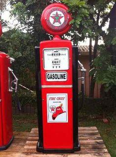 Replica Bomba Gasolina Antiga Fibra - R$ 3.660,00 no MercadoLivre Old Gas Pumps, Vintage Gas Pumps, Toy Garage, Pompe A Essence, Texaco, Gas Station, Hot Wheels, Ale, Antiques