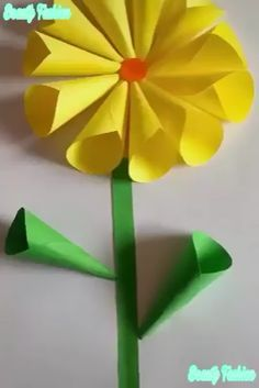 Beautiful Paper Crafts - Beautiful Paper Crafts Creative ideas about paper crafts. Paper Flowers For Kids, Paper Flower Art, Flower Crafts, Diy Flowers, Easy Paper Crafts, Diy Arts And Crafts, Creative Crafts, Crafts For Kids, Diy Crafts