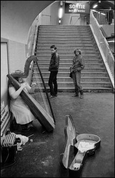 Ferdinando Scianna  FRANCE, Paris. Musician in the metro.