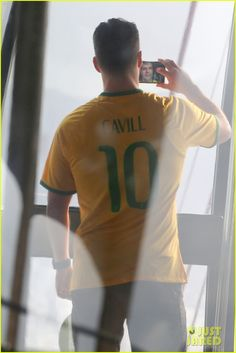 henry cavill wears customized brazil soccer jersey 22 Henry Cavill wears his very own custom soccer jersey while visiting Sugarloaf Mountain on Monday (August 24) in Rio de Janeiro, Brazil.    That same day, the 32-year-old…