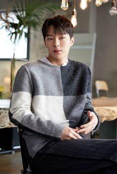He is so precious💞💞💞💞 Handsome Asian Men, Handsome Korean Actors, Asian Celebrities, Asian Actors, Drama Korea, Korean Drama, Joon Hyuk, Bts And Exo, Korean Star