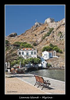 Agia Paraskevi (Agia = Saint) is de small church under the castle of Myrina in de edge of Romeikos beach. Lemnos Island, Lesvos, North Aegean_ Greece