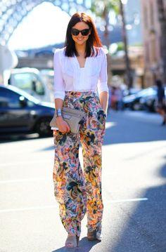 pantalon fluide, un pantalon floral pour les jours d'été