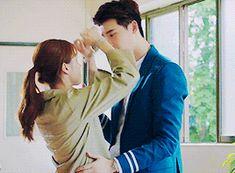 Lee Jong Suk đích thị là người yêu tuyệt vời nhất hệ Mặt Trời