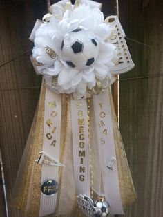 Soccer Homecoming Garter Homecoming Mums Senior, Cute Homecoming Proposals, Homecoming Garter, Prom, Diy Craft Projects, Diy Crafts, Craft Ideas, Soccer Crafts, Mums The Word