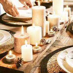 Decor table noel navidad Ideas for 2019 Christmas Table Settings, Christmas Tablescapes, Christmas Table Decorations, Christmas Candles, Decoration Table, Candle Decorations, Decoration Plante, Hygge Christmas, Christmas Ad