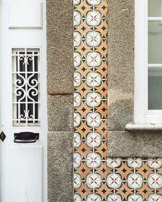 . Lisboa Portugal  - #lisboa #portugal #tileaddiction #azulejos #home #architecture #travel #travelgram #kinfolk #liveauthentic #citystyle #vintage #wanderlust #iphone by xaviquesada
