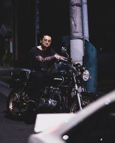 "Kazuki Iijima on Instagram: ""お単車  #cb550 #cb550f #cb550four #hondacb550 #b110sunny #gx5 #nissansunny #scrapintokyo 📷 @teru_the_damaja"" Nissan Sunny, Cb550, Sunnies, Honda, Tokyo, Scrap, Darth Vader, Instagram, Sunglasses"