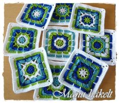 "Manu häkelt: Häkeln ""Manu crochet: Crochet Love this color combo."", ""Granny Squares it looks to be in German but love the color combinations"" Crochet Blocks, Crochet Squares, Crochet Granny, Crochet Motif, Crochet Flowers, Crochet Stitches, Knit Crochet, Crochet Patterns, Granny Squares"