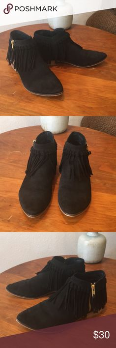 Aldo Suede Fringe Booties EUC. Black suede with fringe and zippers for easy off and on. Size 7 1/2. True to size. Love these but have too many boots/shoes. I ❤️offers! Aldo Shoes Ankle Boots & Booties