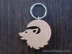 Porte-clés en bois de hêtre Loup hurlant 2 en chantournage