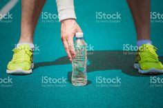 jogger-holding-plastic-bottle-of-water-on-running-track-picture-id540375136 (1024×682)