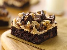 Peanut Butter Rocky Road Brownies - Ummy ummy in my tummy. I would probably make the brownies from scratch. Marshmallow Creme, Just Desserts, Delicious Desserts, Dessert Recipes, Best Ever Brownies, Rocky Road Brownies, Yummy Treats, Sweet Treats, Brownie Bar