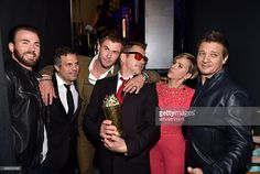 Avengers cast cuddling up at the MTV Movie Awards (and celebrating Robert Downey Jr.'s win of the Generation award). Avengers Humor, Avengers Cast, Marvel Avengers, Marvel Actors, Marvel Heroes, Marvel Movies, Marvel Photo, Mtv Movie Awards, Man Thing Marvel
