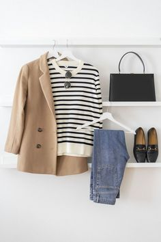 Très chic: 3 + 1 outfit ideas for striped pullover, Breton Shirts & Co. Très chic: Outfitideen für Streifenpullover, Breton Shirts & Co. The striped pullover is a true Wardrobe staple and classic French fashion. Here are 4 outfit ideas how to style it. Fashion Mode, Look Fashion, Denim Fashion, Winter Fashion, Classic Fashion Outfits, Classic Outfits For Women, Womens Fashion, Fashion Black, Capsule Wardrobe