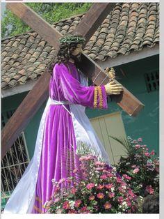 La procesión del Viacrusis de chinandega. El señor Jesús de nazareno. La imagen es una reliquia antigua.