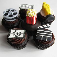 Oscar party cupcakes! Cute!