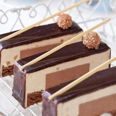 By @efrat.libfroindchef #okmycake #hotchocolate #jimmychoo #chocolate…