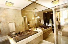 Banheiro decorado com pedra e porcelanato ônix + cor fendi e metais dourado rose lindo! - Decor Salteado - Blog de Decoração e Arquitetura