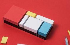 Os amantes da arte vão adorar esse bloquinho de notas inspirado na famosa obra minimalista do pintor holandês Piet Mondrian! http://followthecolours.com.br/gimme-five/os-5-objetos-de-desejo-da-semana/
