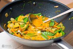 Thai-Curry mit knackigem Gemüse - Madame Cuisine | Rezept auch in der mealy-App! Jetzt kostenlos für Android und iOS herunterladen: http://mealy-app.com/download/?utm_source=Pinterest&utm_medium=Socialmedia&utm_campaign=Marketing