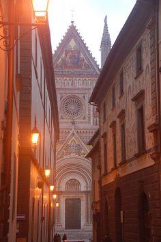 Duomo di Orvieto Catholic Cathedral, Orvieto, Umbria, Italy--- LOVE LOVE LOVE Orvieto