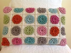 Cushion crocheted by Ondine.