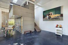 Als architecten hun eigen huis ontwerpen, weet je dat het resultaat bijzonder wordt. Dit voormalige koetshuis is daar het voorbeeld van.