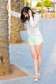 COLOR BUTTERFLIES 15-8-2014  Camisa/Shirt – Bershka (ss 14) Shorts – Lefties Sandalias/Heels – Blanco (ss 14)