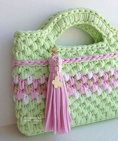 Light green crochet bag with tassel to share with friends who are . Crochet Clutch, Crochet Handbags, Crochet Purses, Knit Crochet, Crochet Bags, Crochet Stitches Patterns, Crochet Designs, Knooking, Cotton Cord