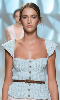 Wild Salt Spirit: Nina Ricci Spring 2015 RTW crochet sculpted peasant gypsy top simple chic inspired day wear for spring en trend looks alice Pull Crochet, Mode Crochet, Knit Crochet, Knitwear Fashion, Knit Fashion, Fashion Show, Summer Knitting, Knitting Wool, Diy Laine