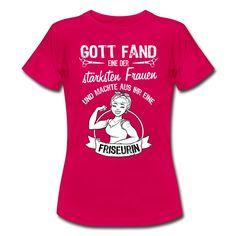 #Gott fand eine der #stärksten Frauen und machte aus ihr eine #Friseurin. Tolles #Design und cooler #Spruch auf dem pinken #T-Shirt. EINFACH HIER KLICKEN!
