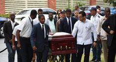 Consternación: Sepultan restos del exrector Mateo Aquino Febrillet