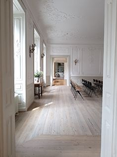 flooring vosgesparis: An historical mansion Flooring For Stairs, Living Room Flooring, Timber Flooring, Parquet Flooring, Light Wood Flooring, White Wood Floors, Wood Floor Pattern, Wood Floor Design, Floor Patterns