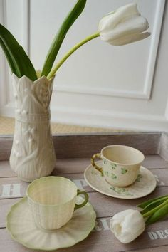 Easy Decor Ideas with Belleek China and Flowers | Storypiece.net