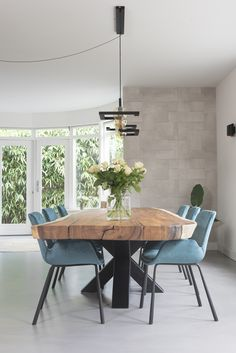 Idee van Elise de Groot op Dining in 2020 Wood Slab Dining Table, Dining Room Table, Room Partition Designs, Art Deco Home, Dining Room Inspiration, Cuisines Design, Dining Room Design, Model Homes, Home And Living