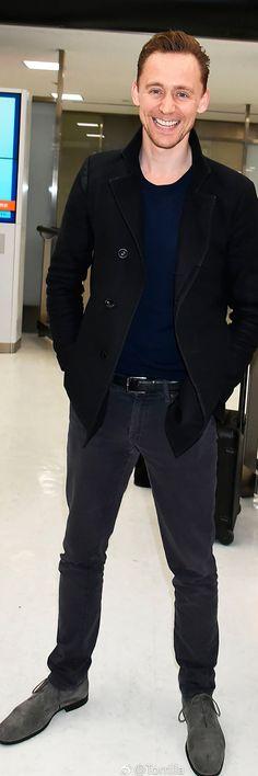 Tom Hiddleston arriving at Narita International Airport on March 13, 2017 in Japan. Via Torrilla. Higher resolution image: http://ww4.sinaimg.cn/large/6e14d388gy1fdll9vitmtj21ak2bcn68.jpg