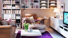 """IKEA Österreich, Ein gemütliches Wohnzimmer mit TIDAFORS 2er-Sofa, TIDAFORS Sessel und TIDAFORS Hocker mit Bezug """"Edsken"""" in Beige, weißes BESTÅ Regal und BE..."""