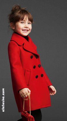 """Отталкиваясь от взрослой коллекции бренд Dolce&Gabbana придумал не менее шикарную """"королевскую"""" линию для девочек, маленьких королев."""