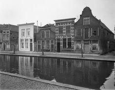 De westzijde van de Raam in 1959. De klokgevel rechts, is inmiddels gesloopt, ook links van nummer 40 (het huis met de witgepleisterde gevel) is alles gesloopt.