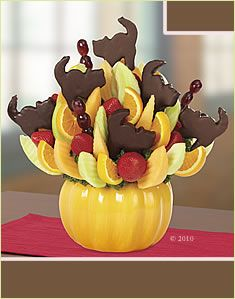 Halloween Treats & Party Centerpiece Ideas From Edible Arrangements.  The Black Cat Bouquet Meow!