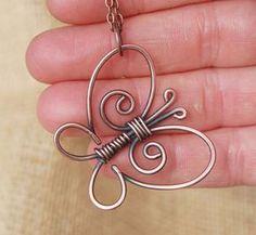 Diese adorable Schmetterling Halskette ist aus dicken oxidierte Kupferdraht gestaltete. Der Schmetterling misst ca. 1 1/2 groß und 1 1/2 breit. Ein antikes Kupfer-farbigen Kette hängt. Verfügt über einen handgefertigten Spiral-Haken-Verschluss. Bitte wählen Sie zwischen zwei Arten: A. Schmetterling Verlegung horizontal mit großen ovalen Kette (siehe erstes Bild). B. Butterfly abgewinkelt mit dünnen Kette (siehe letztes Bild). Design und Fotos © Karisma Kara Schmuck 2013.